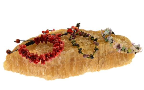 Βραχιόλια πλεκτά με λίθους σχήματος chips